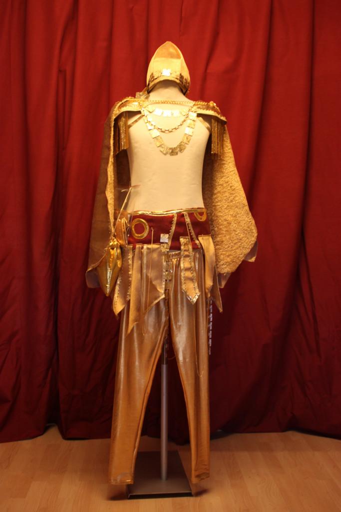 costume 4